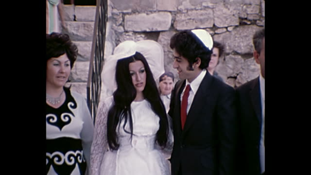 1969 home movie israel - bride and groom pose for picture at wailing wall - luogo d'interesse video stock e b–roll