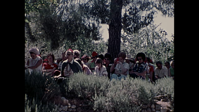 1969 home movie israel  - tomb of jesus - wallfahrt stock-videos und b-roll-filmmaterial