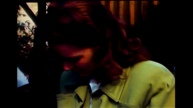 vidéos et rushes de home movie cu of maureen o'hara signing an autograph for a fan in hollywood - autographe