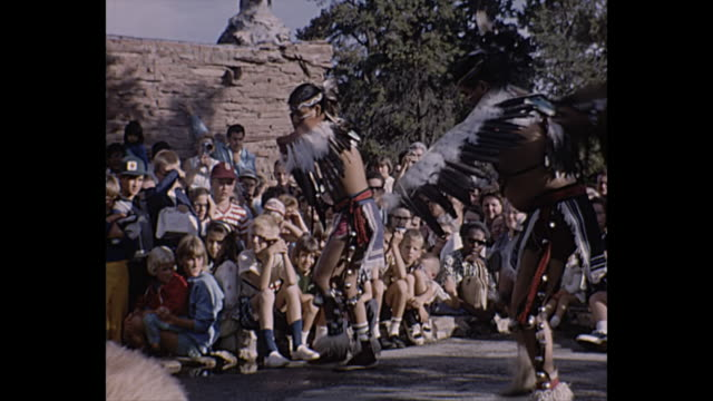 vídeos de stock e filmes b-roll de 1966 home movie / men performing native american eagle dance - cultura tribal da américa do norte