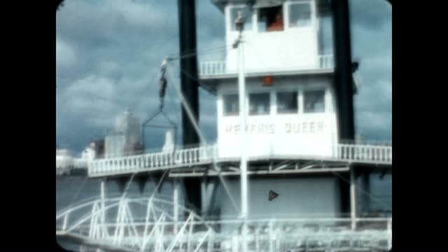 home movie of ride on memphis queen on approach to memphis for a tour - memphis tennessee stock-videos und b-roll-filmmaterial