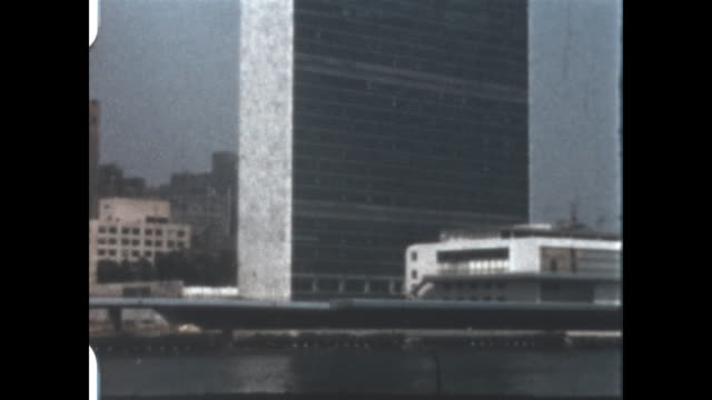 vídeos y material grabado en eventos de stock de home movie of the headquarters of the united nations in manhattan new york - 1952