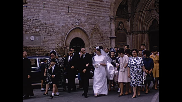 1964 home movie -palazzo vecchio / newlyweds walk street of florence, italy - florence italy stock videos & royalty-free footage