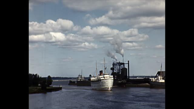 1949 home movie - ss north american cruise liner - nave passeggeri video stock e b–roll