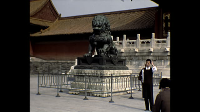 1969 home movie - statues and relics inside the forbidden city china - verbotene stadt stock-videos und b-roll-filmmaterial