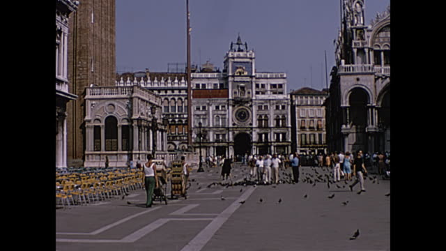 1964 home movie, tourists in venice, italy - cultura italiana video stock e b–roll