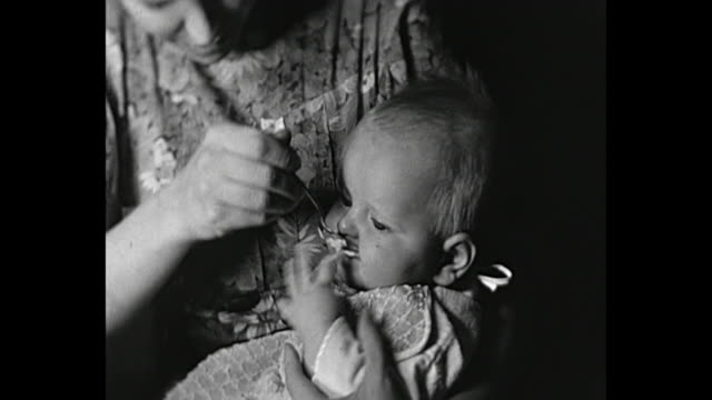 vidéos et rushes de 1931 home movie woman feeds supper to baby - 1931