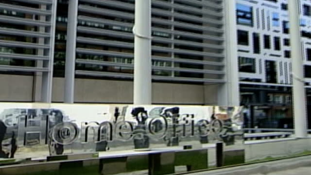 home office criminals' travel ban blunder home office sign outside home office building - itv weekend evening news stock-videos und b-roll-filmmaterial