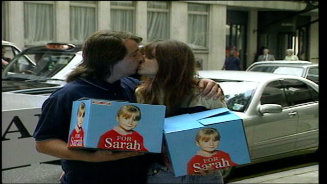 home office planning to pilot paedophile scheme; tx 12.9.2000 england: london: ext michael payne and sara payne holding petition boxes as posing for... - petition stock videos & royalty-free footage