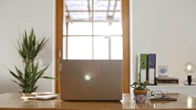 ds ホーム オフィスは仕事の準備ができています - 書斎点の映像素材/bロール