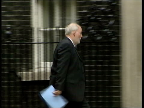 charles clarke's future hangs in the balance downing street charles clarke mp along into number 10 track john prescott mp with officials out of... - charles clarke britischer politiker stock-videos und b-roll-filmmaterial