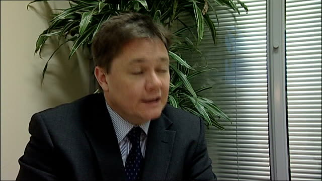 stockvideo's en b-roll-footage met home repossessions set to rise despite government aid initiative int iain wright mp interview sot - initiatief