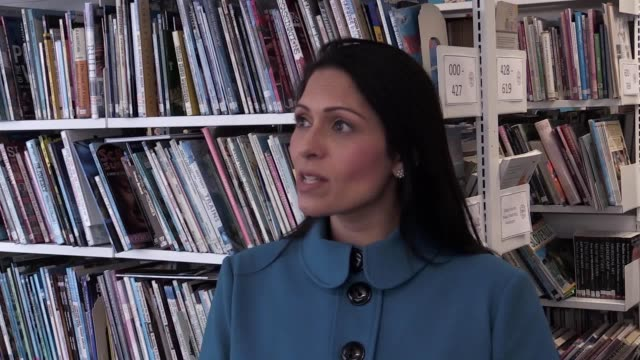 vídeos de stock e filmes b-roll de home secretary priti patel has criticised the labour party for not committing to end freedom of movement after the uk leaves the eu during a visit to... - southwest usa