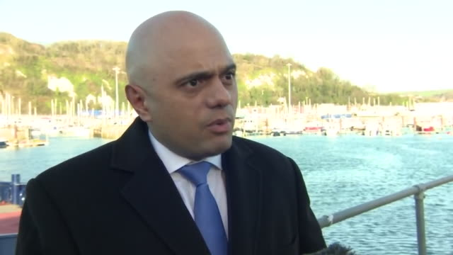 vídeos de stock e filmes b-roll de home secretary sajid javid has questioned whether many of the people arriving on england's south coast in small boats are genuine asylum seekers. but... - mp