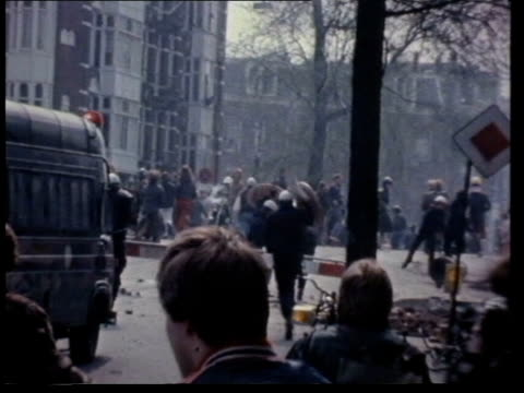 home secretary william whitelaw orders urgent study into the need for new police riot gear date amsterdam riots water cannons used gas cannisters... - olanda settentrionale video stock e b–roll