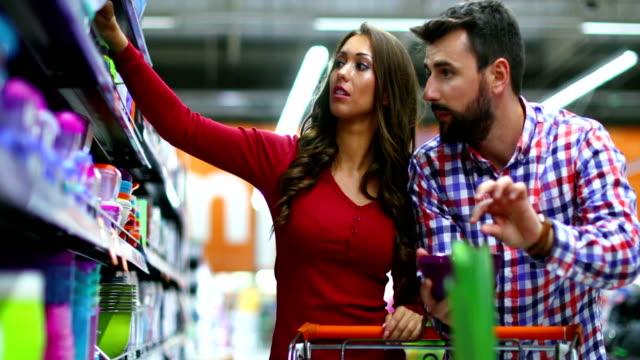 vídeos de stock, filmes e b-roll de compras para a casa. - contéiner de plástico