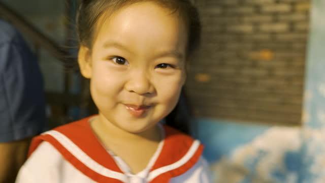 vídeos de stock e filmes b-roll de home studio portrait asian girl smile on camera. - trabalhadora de colarinho branco