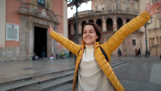 home sweet home,plaza de la virgen,valencia - europe tourist stock videos & royalty-free footage