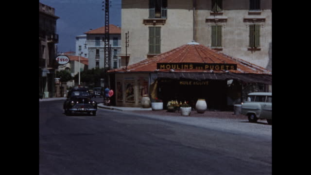vidéos et rushes de home video footage of general views of the french resort town of antibes circa 1958. - temps réel