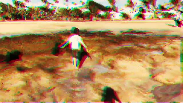 vídeos y material grabado en eventos de stock de video casero de un niño en una playa - pixelado