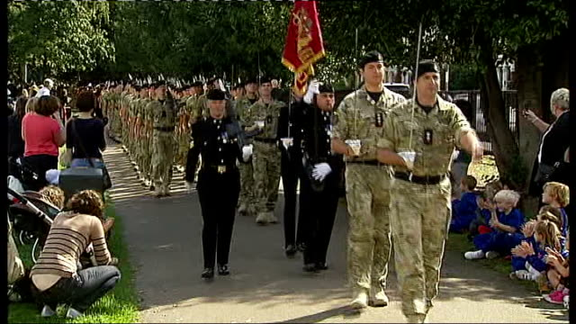 stockvideo's en b-roll-footage met homecoming parade for soldiers from 2nd royal tank regiment england london wandsworth putney ext reporter to camera general view of british soldiers... - wandsworth