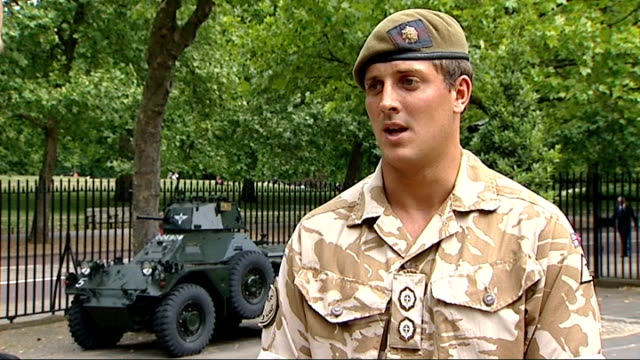 stockvideo's en b-roll-footage met homecoming parades / four british soldiers killed in road accident in helmand england london horseguards parade lieutenant marcus meredith interview... - rekruut