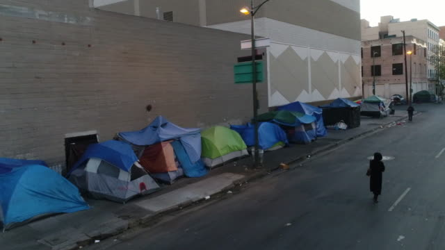 homeless encampment - povertà video stock e b–roll