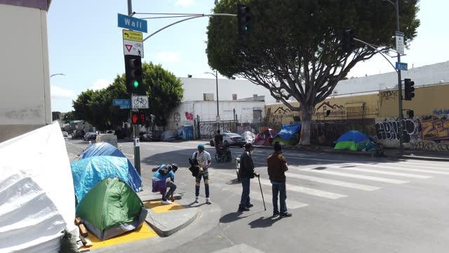 homeless of los angeles - straßenmarkierung stock-videos und b-roll-filmmaterial