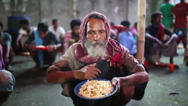 homeless people waits for eat fast-breaking dinner during the islamic holy month of ramadan at the high court of mazar in dhaka , bangladesh on may... - islam stock videos & royalty-free footage