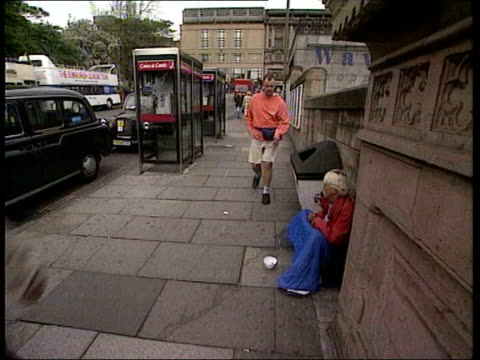 homeless shelters open for christmas/big issue beggars row itn homeless people on street int john bird founder of 'big issue' magazine' sitting... - open magazine stock videos & royalty-free footage