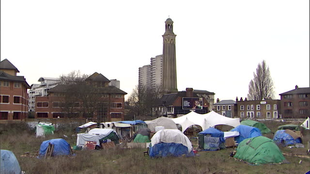 ws homeless squatters shelters in park in city / london, greater london, uk - homelessness stock videos & royalty-free footage