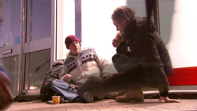 new figures reveal extent of rough sleeping; uk, essex, southend: views of beach and pier as sunset, harp charity workers talking to homeless people... - homeless shelter stock videos & royalty-free footage