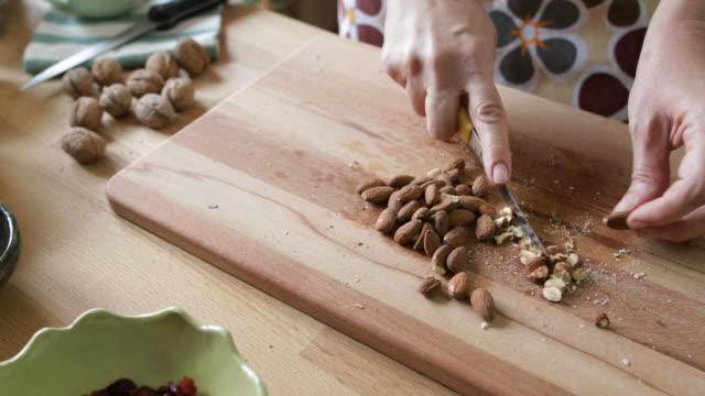 自家製クッキー - アーモンド点の映像素材/bロール