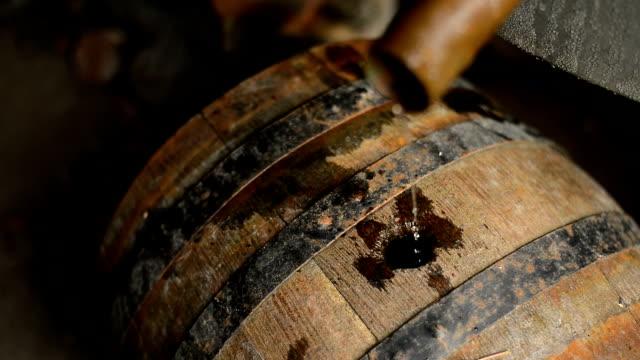 自家製密造酒 - 禁止点の映像素材/bロール