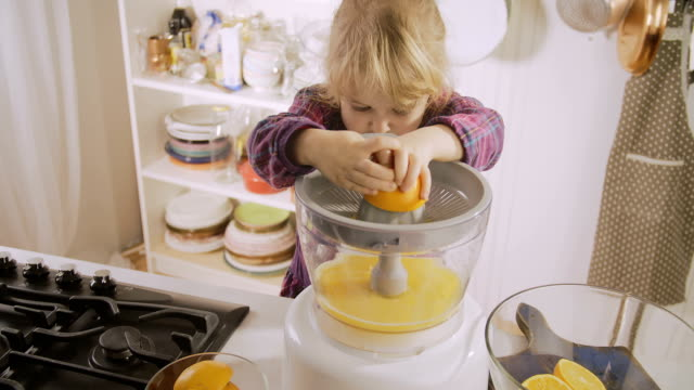 vídeos y material grabado en eventos de stock de jugo de naranja caseras - zumo de naranja