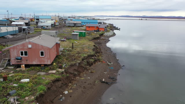 homes are seen dangerously close to where permafrost is melting and the ground is being eroded away on september 15, 2019 in kivalina, alaska.... - アラスカ点の映像素材/bロール