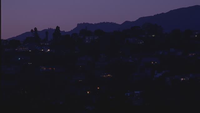 ws homes on slope at night / santa barbara, california - サンタバーバラ点の映像素材/bロール