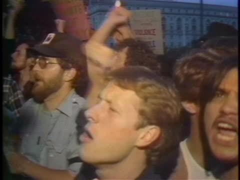 stockvideo's en b-roll-footage met homosexuals riot over the manslaughter verdict in the dan white trial. - oordeel juridische procedure