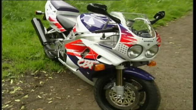honda cbr900rr fireblade - honda stock videos & royalty-free footage