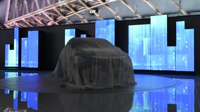 honda president and ceo takanobu ito presents the urban suv concept at the 2013 north american international auto show / honda urban suv concept at... - ホンダ点の映像素材/bロール