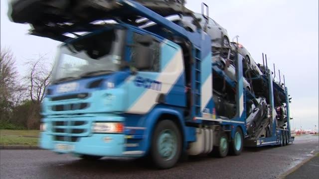 honda swindon gvs; england: wiltshire: swindon: general views honda plant and car transporters - honda bildbanksvideor och videomaterial från bakom kulisserna