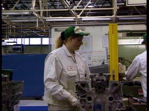 honda to cut producton at swindon lib swindon honda worker working on engine gv workers working on engines on production line - ホンダ点の映像素材/bロール