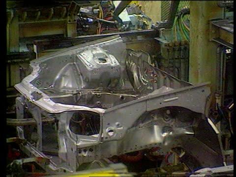 honda to cut producton at swindon lib mss cars being produced on production line - ホンダ点の映像素材/bロール