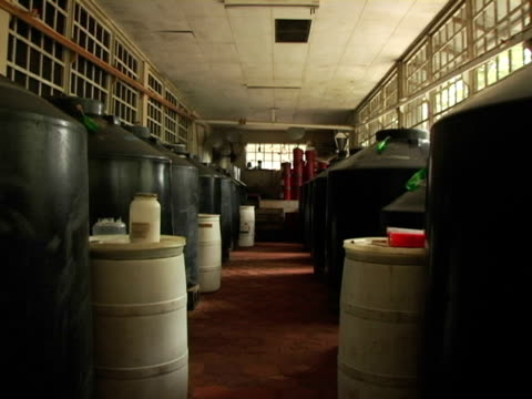 ms, honduras, san pedro sula, wine vats in winery - placca di montaggio fissa video stock e b–roll