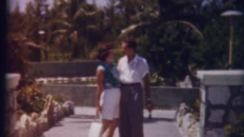 honeymon im paradies 1950 er - archivmaterial stock-videos und b-roll-filmmaterial