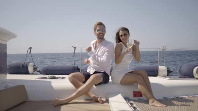 vídeos de stock e filmes b-roll de honeymoon couple in good mood on yacht - greece