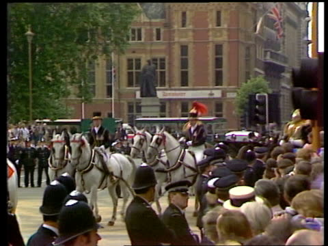 Honeymoon departure DAY ENGLAND London Buckingham Palace TS Couple leave Buckingham Palace ZOOM in LR MS Guests mill about Waterloo PAN Carriage RL...