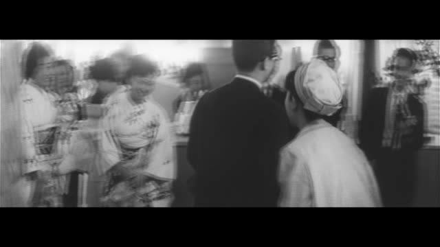 honeymoon in the sky/passenger plane at haneda airport lobby mother fixing daughter's hair couple colleagues giving banzai mother crying honeymooning... - flugpassagier stock-videos und b-roll-filmmaterial