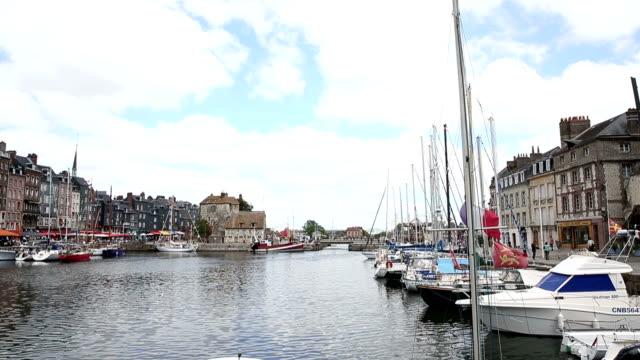 vdo: honfleur harbour in normandie, frankreich. - knochen im beckenbereich stock-videos und b-roll-filmmaterial