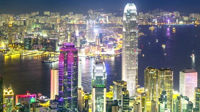 baia di hong kong di notte - traghetto star video stock e b–roll